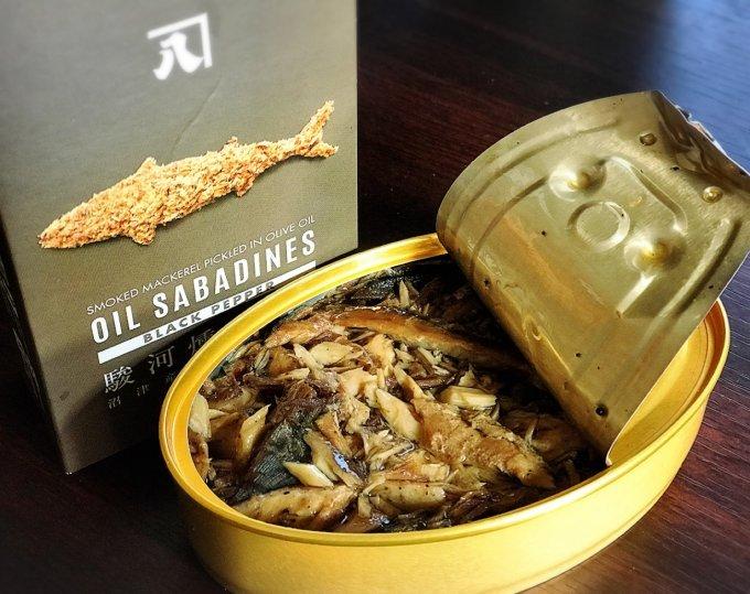 ありそうでなかったサバのオイル漬け。沼津産缶詰「オイルサバディン-駿河燻製-」