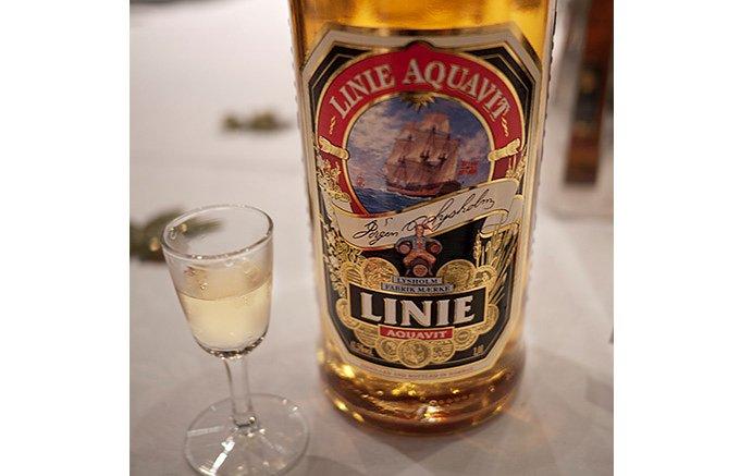 ポルトガルのマデイラの古樽で熟成させたノルウェーのアクアビット「リニア」