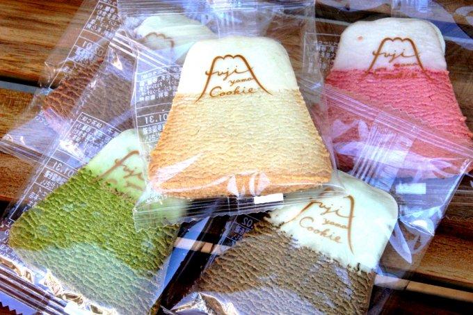 日本を代表する富士山を模したクッキー。その名も「FUJIYAMA COOKIE」