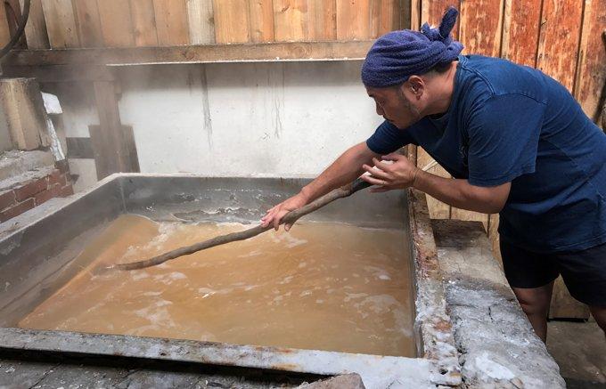 糸島半島の製塩所を訪ねて出合った 100リットルの海水からできる100gの塩