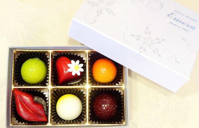 バレンタインにはカラフルに煌めくベルギー仕込みのショコラ