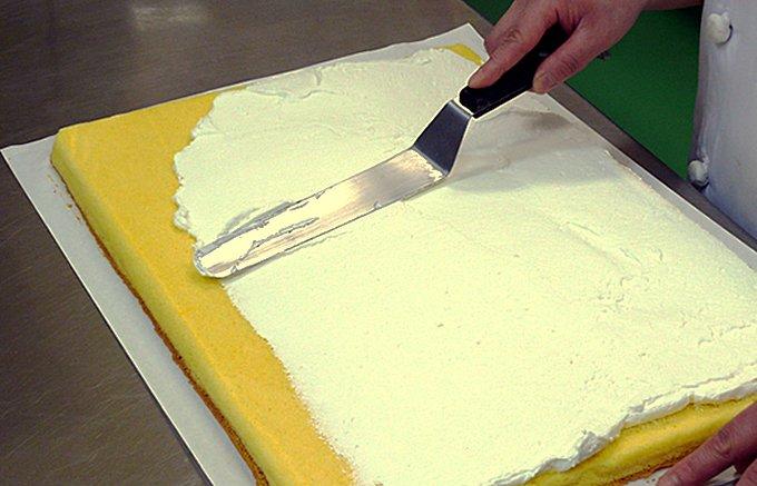 能登半島で生産されている卵を使った無添加のふわふわ「純生ロールケーキ」