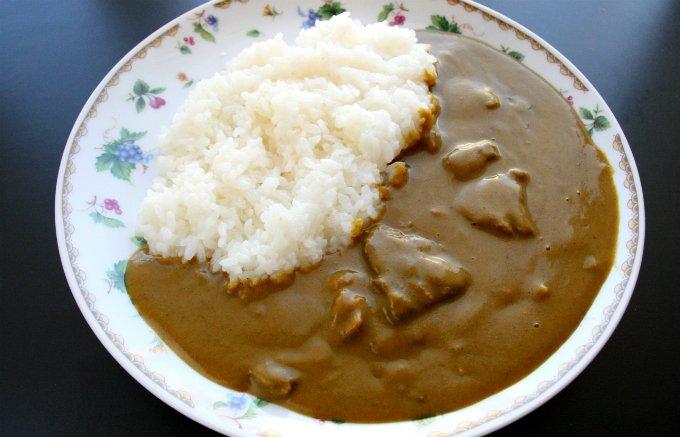 函館で名を馳せる「小いけ」のビーフカレーが、ご家庭で味わえる!
