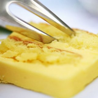その口どけにノックアウト!バターが決め手のこっくり濃厚スイーツ