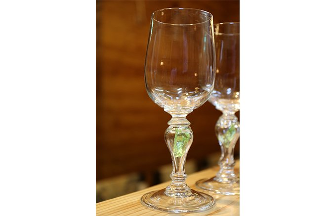北海道のガラス作家がつくる手造りのワイングラス