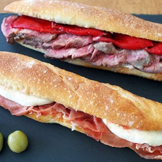 スペインの毎日の食に欠かせないソウルフード、ご馳走サンド「ボカディージョ」