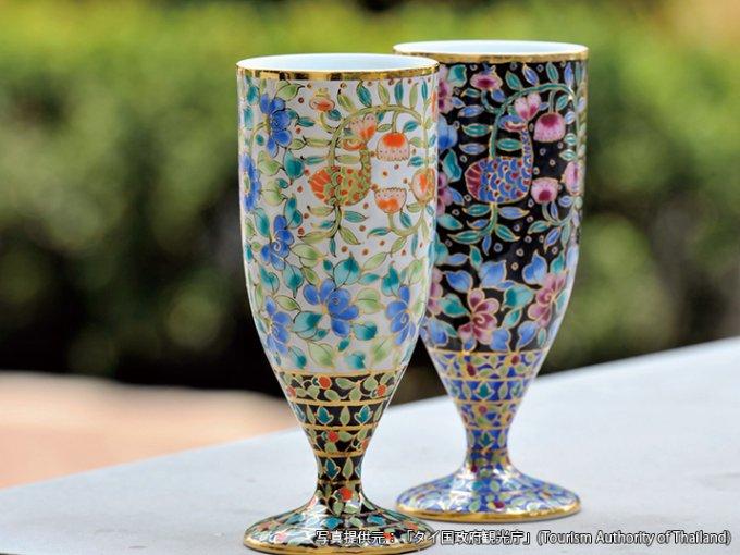 国賓級のお土産。タイ王室御用達の陶磁器として生まれたベンジャロン焼き