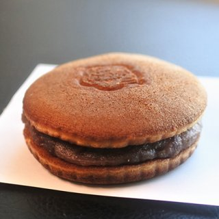 夜のお菓子、オトナ専用どら焼き梅月堂の「ラムドラ」