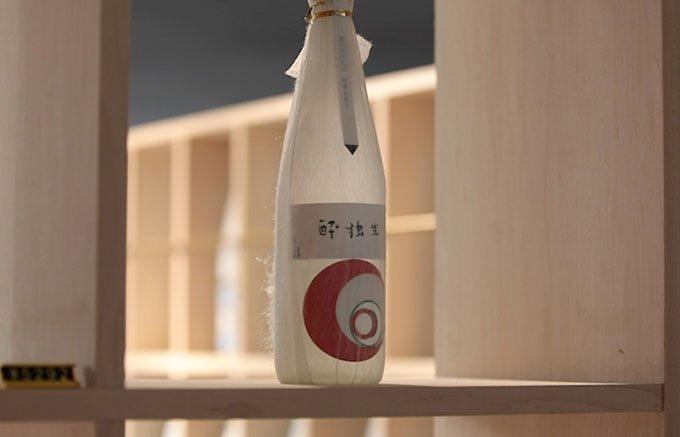 「酔独楽(よいごま)」の盃と飲むと格別!名水百選から作られた「霧の塔」