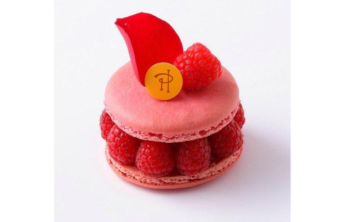 薔薇色のマカロン、ライチ、薔薇クリームの組み合わせが絶妙な生ケーキ「イスパハン」