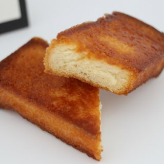 厚切りの食パンにバターとハチミツをたっぷり使用した「ハニートースト」