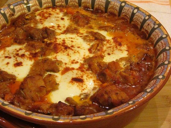【世界の絶品鍋特集】パプリカの濃厚スープが決め手「カヴァルマ」