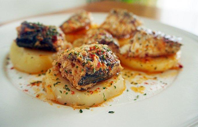 肉厚で柔らかジューシー、まるでステーキのような食べごたえのオイルサーディン
