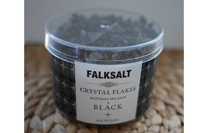 シェフの間で話題!真っ黒な炭塩がおしゃれに演出するキプロス産フレーバーソルト