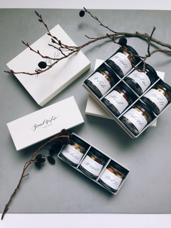 神戸から、小瓶に詰められたナッツやドライフルーツを美しいあの人への贈り物に