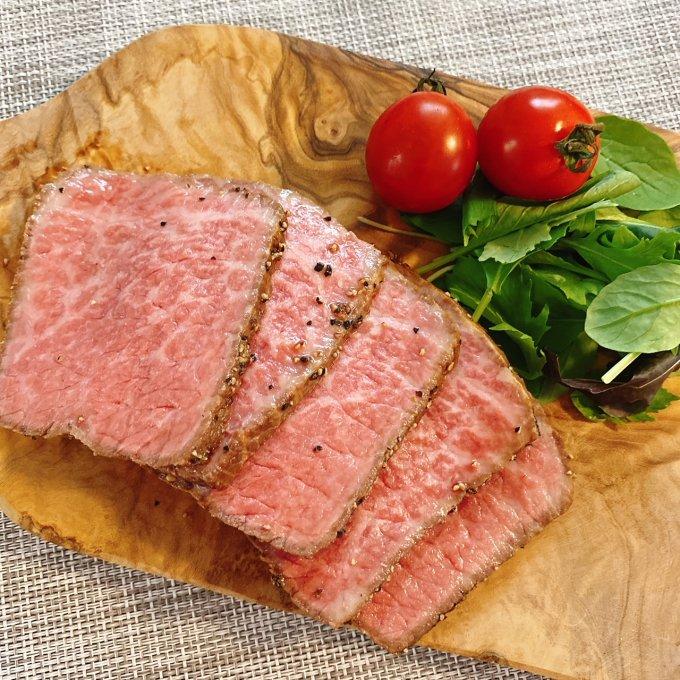 これが目利きの技……!選び抜いた和牛で作られた「すき焼割烹日山」のローストビーフ