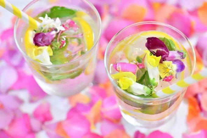 春にぴったり!イベントやランチ会のテーブルを華やかに彩るカラフルアイテム