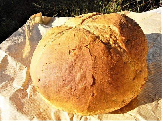 """""""焼きあがると営業、売り切れて準備中""""を繰り返す『パン工房 いしがま』の石窯パン"""