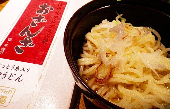 納豆酵素を練り込んだ無塩のヘルシー麺「おざんざ」