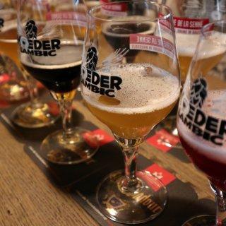 ベルギーならではの個性的なクラフトビールを飲み比べ!『ムダー・ランビック』