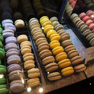 マンダリンオリエンタルのケーキショップで出会ったカラフルなスイーツ