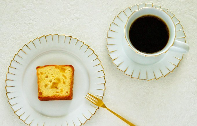 伝統的な製法で丁寧に焼き上げた「クラシックガトーアナナ」はギフトにおすすめ。