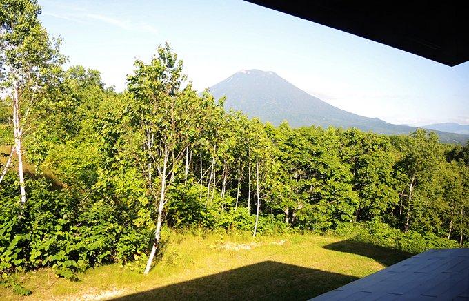 北海道ニセコの夏はデラックスホテルで大地の恵みを独り占め!