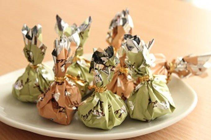 神戸にあるチョコレート専門店のおしゃれでカラフルなリーフチョコ