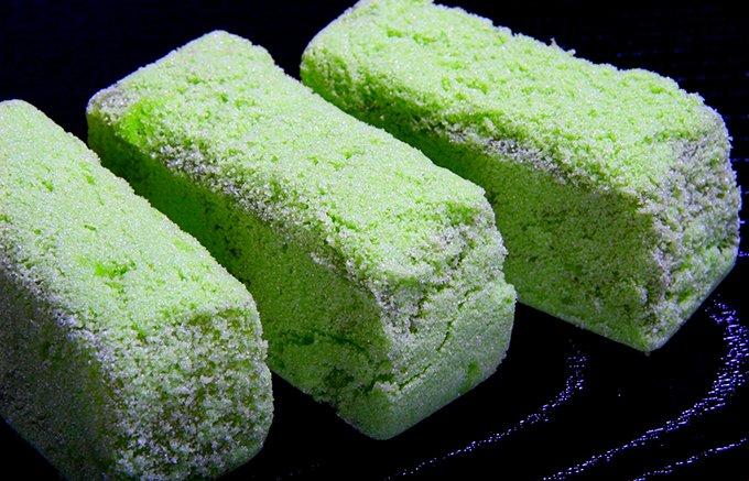 松平治郷公の考案和菓子を再現。お茶うけにぴったりな島根『彩雲堂』の「若草」