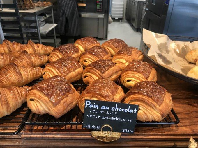 休日の朝に焼きたてを頬張りたい!パリの街角を思い出すパリッふわ「パンオショコラ」