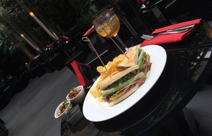 ミラノで一押しのサンドイッチといえば!Bar Martiniのクラブサンドイッチ