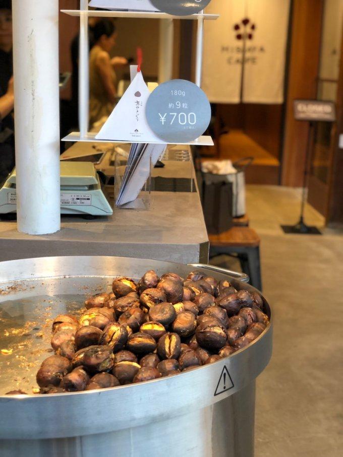 新業態店舗では搾りたてモンブランも楽しめる「比沙家」の「焼き栗」
