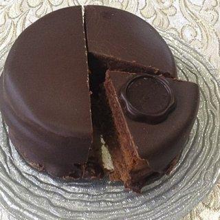 説明できる?チョコたっぷりのザッハトルテとチョコレートケーキの違い