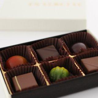 ビジュアル、薄さ、輝きや光沢などどれも美しい「ボンボンショコラ」
