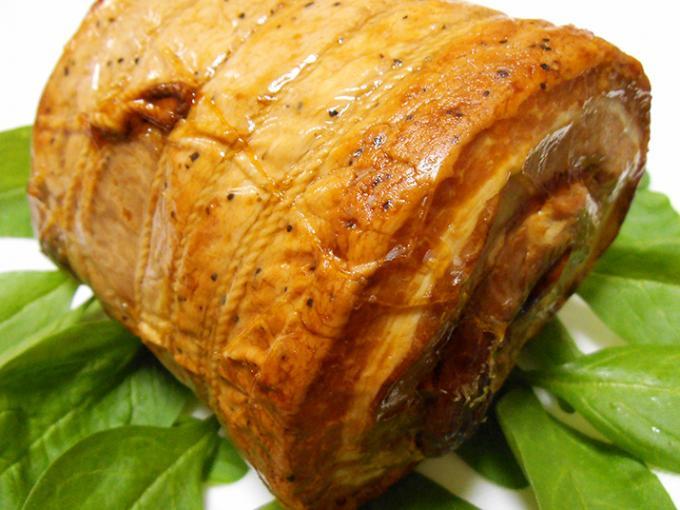 大きな肉塊で迫力満点、その名も「本気の焼豚Ⅱ」