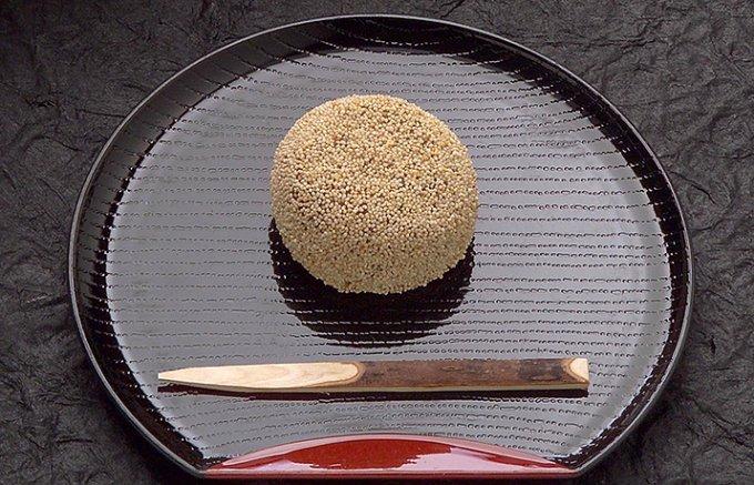 創業三百年以上、食感が癖になる大阪小島屋の「けし餅」