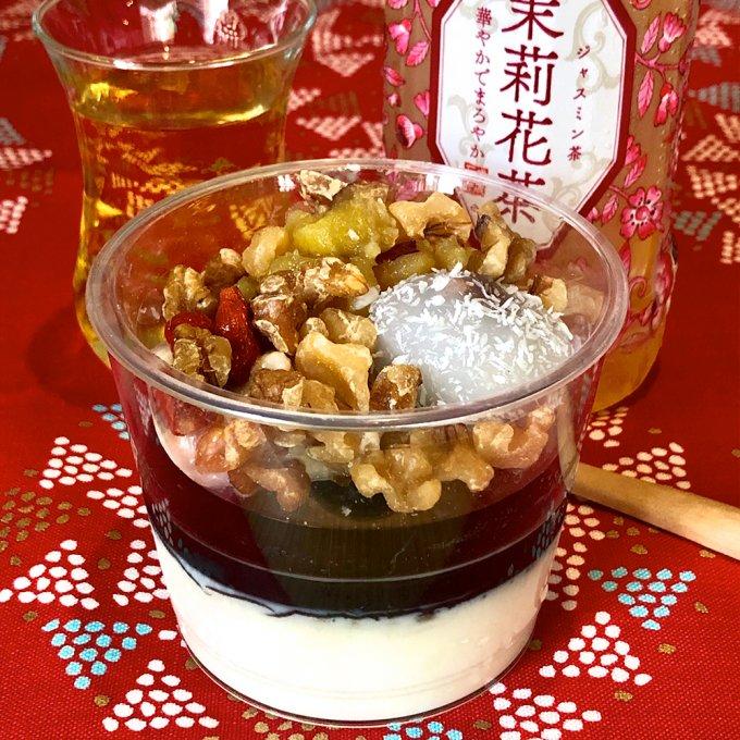 バリエ豊富なシンガポール風!成城石井「有機豆乳とココナッツの黒胡麻豆花」