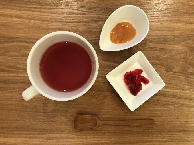 お茶を飲んだあとは、茶殻もパクッと!オーガニックハーブティー『TOCHICA』