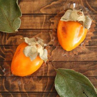 柿を本物のヘタでリアルに再現。八幡宮敷地内にある、季のせ「秋来たし」