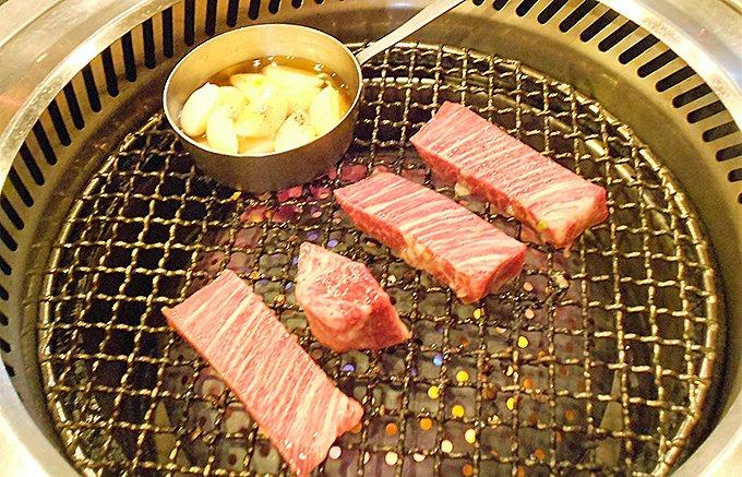 焼肉との相性抜群!夏限定のスパークリング焼酎「青天桜島スパークリング」