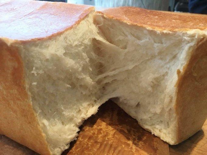 ズッシリ一斤!カフェ風オシャレなパン専門店『Viking Bakery F』