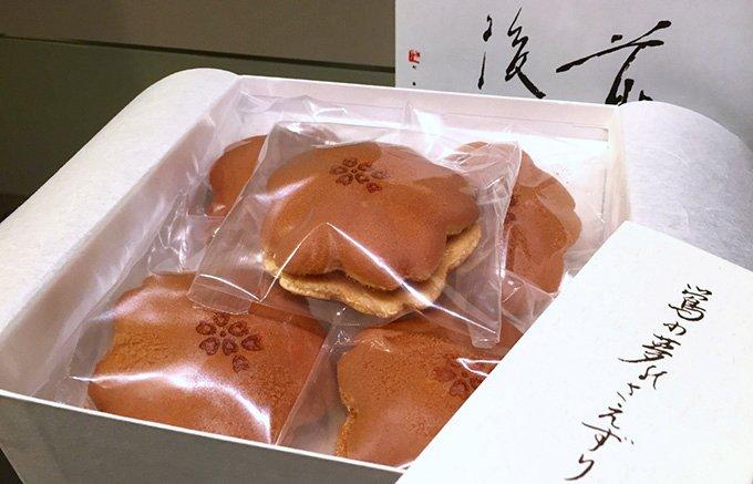 春の季節の手土産にぴったり!桜の花びらの形をした麻布青野総本舗の「桜どら焼き」