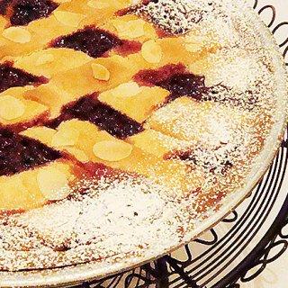 オーストリア菓子の王道!ナッツやスパイス、ジャムの風味が癖になるリンツァートルテ