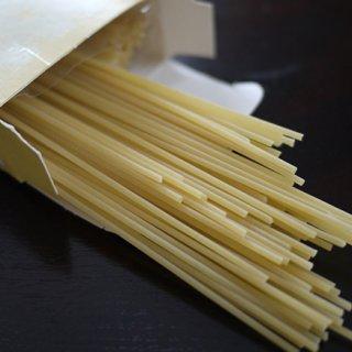 イタリア中部の小麦を使い、銅型で抜き低温で長時間乾燥させたPECKのパスタ