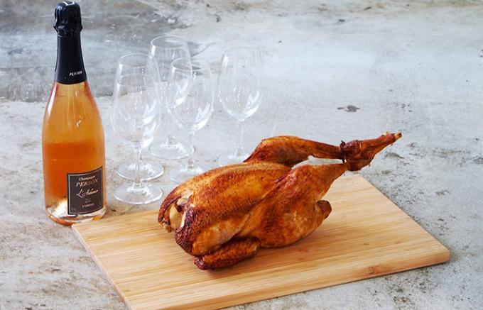 お祝い事に喜ばれること間違いなし!地鶏を1羽まるごと喰らう!