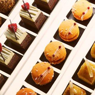 東京・青山「アン グラン」のひとつまみサイズのケーキ「ミニャルディーズ」