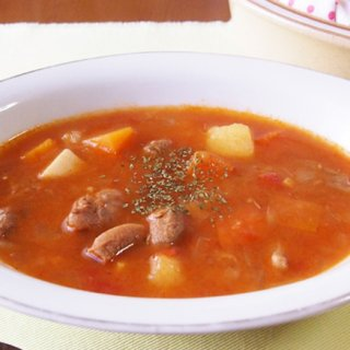 ハンガリーのおふくろの味といえばコレ!肉も野菜もたっぷり摂れる「グヤーシュ」