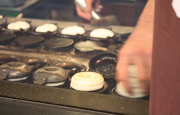 福岡観光スポット「太宰府天満宮」で食べたくなる名物!かさの家の「梅ヶ枝餅」