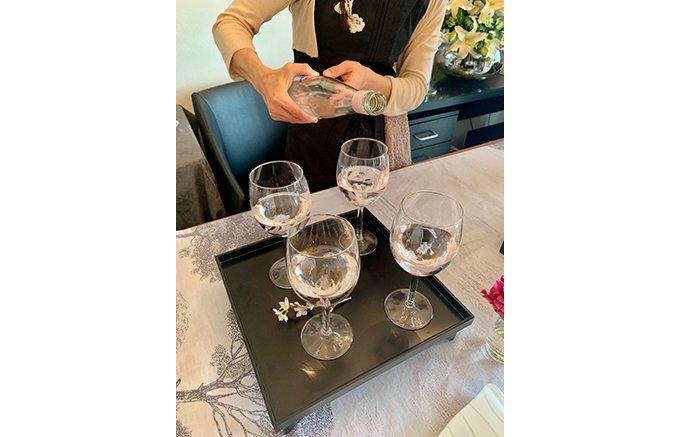 山梨のワイナリーが作る八重の桜を浸した「ロリアン さくらのワイン」