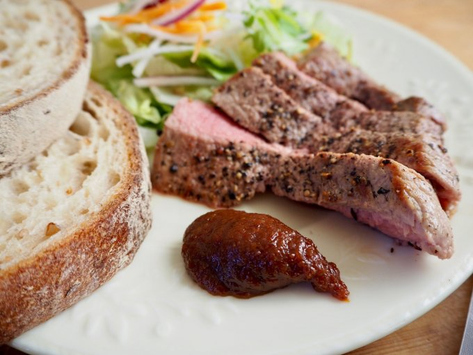 宮崎・都城の豚×味噌×カレー店がタッグを組んで生んだ革新の伝統食「カレー豚みそ」